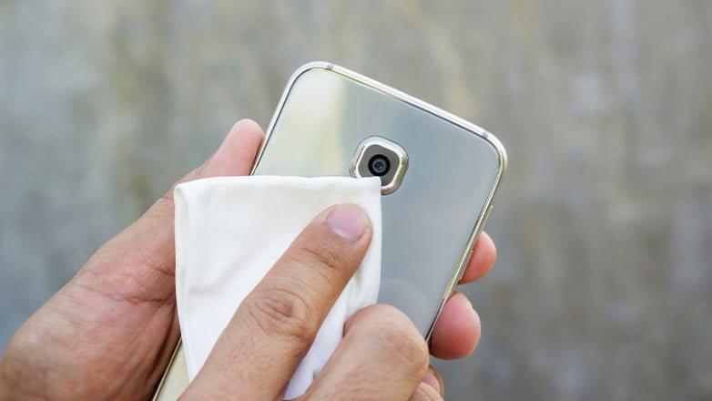 Comment nettoyer et désinfecter les appareils : un téléphone ou une tablette ?